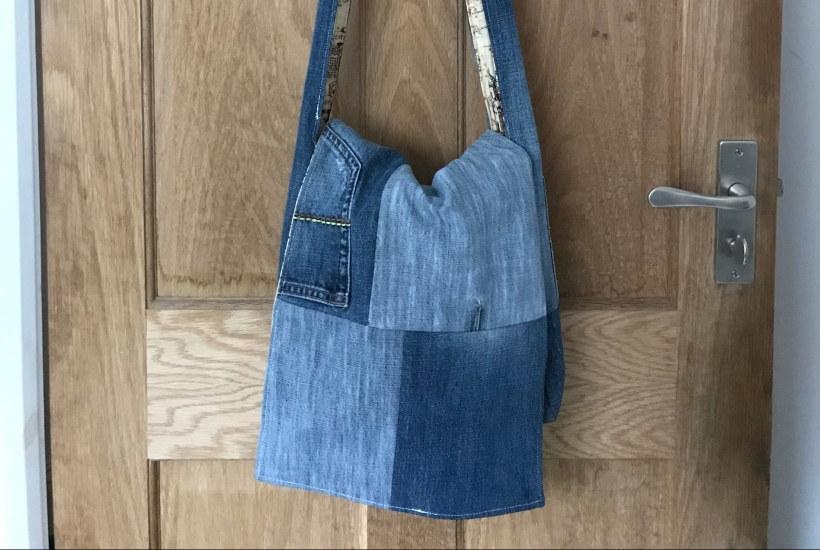 Handmade haven made a messenger bag from old jeans and lined it with marauders map fabric